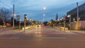 Hannover, Alemanha - 29 de dezembro de 2017: parada de transferência do transporte público em Hanover lapso de tempo 4K filme