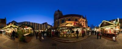 HANNOVER, ALEMANIA - 29 DE NOVIEMBRE DE 2011: Mercado tradicional de la Navidad en Hannover vieja Foto de archivo
