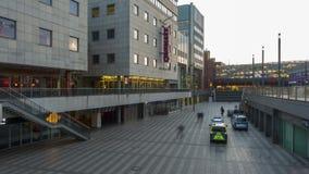 Hannover, Deutschland - 30. Januar 2018: Raschplatz in Hannover ist ein Fußgänger-` s Platz im Teil der mittleren Stadt stock footage