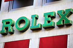 Hannover/Germania - 11/13/2017 - un'immagine di un logo di Rolex - negozio di Wempe fotografia stock libera da diritti