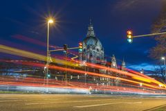 Hannover stadshus på aftonen Royaltyfri Foto
