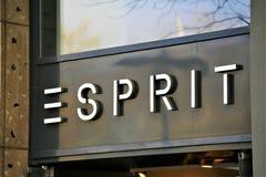 Hannover/Tyskland - 11/13/2017 - en bild av en Esprit logo - mode Arkivbild