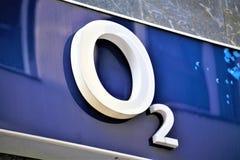 Hannover/Tyskland - 11/13/2017 - en bild av en logo O2 Arkivbild