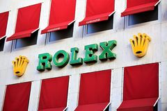 Hannover/Tyskland - 11/13/2017 - en bild av en Rolex logo - Wempe shoppar Arkivfoto