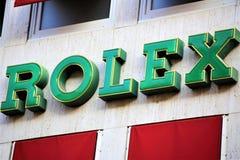 Hannover/Tyskland - 11/13/2017 - en bild av en Rolex logo - Wempe shoppar royaltyfri fotografi