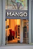 Hannover/Tyskland - 11/13/2017 - en bild av en shoppinggata Arkivfoto