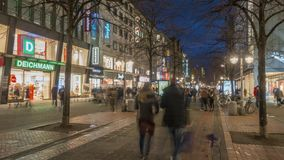 Hannover Tyskland - Januari 31, 2018: Georgstrasse i Hannover är den shoppa mil i stadmitt av huvudstaden arkivfilmer