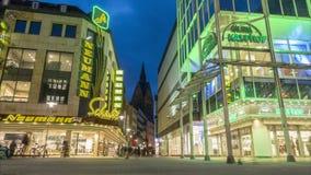 Hannover Tyskland - Januari 31, 2018: Shoppingmil i stadmitt av huvudstaden från lägre Sachsen Tid schackningsperiod arkivfilmer