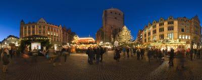 HANNOVER TYSKLAND - NOVEMBER 29, 2011: Traditionell julmarknad i gamla Hannover arkivbild