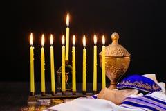 Hannukah judío del día de fiesta con el menorah tradicional Foto de archivo libre de regalías