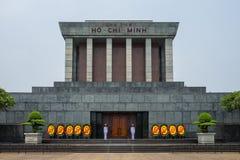 Hanoï, Vietnam - 18 avril 2018 : Gardes se tenant devant Ho Chi Minh Mausuleum à Hanoï, Vietnam photos stock
