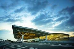 Hanoï, Vietnam - 10 juin 2017 : Noi Bai International Airport au crépuscule avec du T2 de Hall, le plus grand aéroport au Vietnam Photos libres de droits