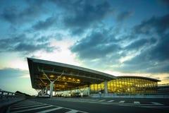 Hanoï, Vietnam - 10 juin 2017 : Noi Bai International Airport au crépuscule avec du T2 de Hall, le plus grand aéroport au Vietnam Photographie stock libre de droits