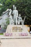 Hanoï, Vietnam - 15 mars 2015 : Monument de victoire sur la rue de Dinh Tien Hoang, secteur de Hoan Kiem Quelques fleurs sont sur Image stock