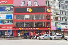 Hanoï, Vietnam - 15 mars 2015 : Vue de face extérieure de restaurant d'aliments de préparation rapide de Lotteria dans la rue de  Photographie stock