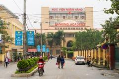 Hanoï, Vietnam - 15 mars 2015 : Vue extérieure d'académie d'opérations bancaires sur la rue de Chua Boc Photos stock