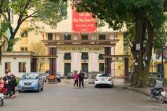 Hanoï, Vietnam - 15 mars 2015 : Vue extérieure d'université de syndicat du Vietnam sur la rue de Tay Son Photos libres de droits
