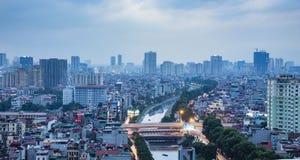 Hanoi-Ansicht vom Himmel zur Sonnenuntergangzeit Lizenzfreies Stockbild