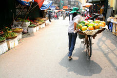 Hanoi gatuförsäljare Arkivbilder