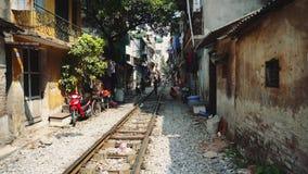Hanoi pociągu ulica przez slamsów zbiory wideo
