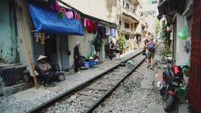 Hanoi pociągu ulica przez slamsów zbiory