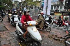 hanoi ruch drogowy Tłum motocykli/lów kierowcy na ulicie Obraz Stock