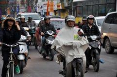 hanoi ruch drogowy Tłum motocykli/lów kierowcy na ulicie Zdjęcie Stock