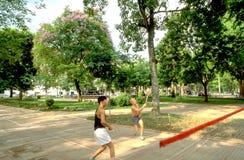 Hanoi: Vele Vietnamese mensen zijn in goede staat zelfs in hun oudere dagen royalty-vrije stock afbeelding