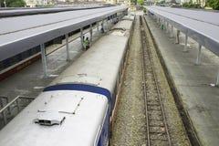 Hanoi, Vietnam - 30 agosto 2015: Carrozze ferroviarie ferroviarie alla stazione di Hanoi Le ferrovie del Vietnam è l'operatore di Fotografia Stock