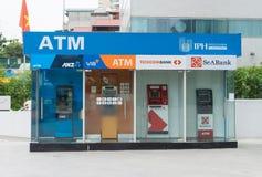 Hanoi, Vietnam - 28 April, 2015: ATM bij Indochina-de bouw in de straat van Cau Giay royalty-vrije stock afbeeldingen