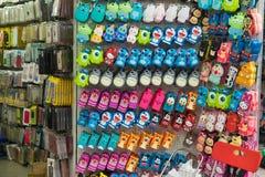 Hanoi, Vietnam - 5 April, 2015: De opslag van het Cellphonegeval in Hang Can-straat, Hanoi Stock Foto