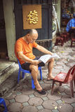 HANOI, VIETNAM - APRIL 8, 2015: Unidentified vietnamese man read Royalty Free Stock Photography