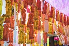 Hanoi, Vietnam - 23 Augustus, 2015: Decoratie in oude tempel in Hanoi op wierook die ceremoniedag aanbieden Stock Fotografie
