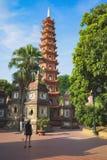 Hanoi, Vietnam - 23 Augustus, 2015: Werfpanorama van Tran Quoc-tempel Tran Quoc is de oudste tempel in Hanoi Stock Fotografie