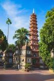 Hanoi, Vietnam - 23 Augustus, 2015: Werfpanorama van Tran Quoc-tempel Tran Quoc is de oudste tempel in Hanoi Royalty-vrije Stock Afbeeldingen