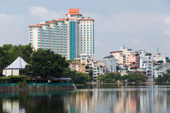 Hanoi Vietnam - circa September 2015: Hyreshusar i bostadsområde av Hanoi, Vietnam Royaltyfria Bilder