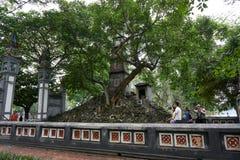 Hanoi, Vietnam - 30 de abril de 2019: Templo de Jade Mountain en el lago Hoan Kiem en Hanoi central imagen de archivo