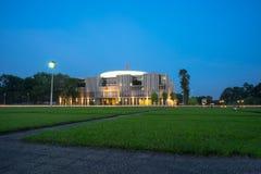 Hanoi, Vietnam - 26 de septiembre de 2016: Nuevo edificio de la asamblea nacional en la visión de Dinh Square de los vagos del ma Imagen de archivo libre de regalías