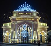 Hanoi, Vietnam - 28 Dec, 2015: Koninklijke Stad die decoratieve ingang bouwen tijdens Kerstmis en Nieuwjaarperiode, in Thanh Xuan Stock Afbeeldingen