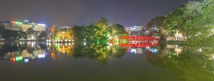HANOI, VIETNAM - DECEMBER 01: De mening van het Meer van Hoan Kiem op Dece Royalty-vrije Stock Afbeelding