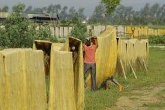 Hanoi, Vietnam: die Pfeilwurzsuppennudeln, die spezielle vietnamesische Nudeln sind, werden auf den Bambuszäunen getrocknet, die  Lizenzfreie Stockfotos