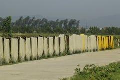 Hanoi, Vietnam: die Pfeilwurzsuppennudeln, die spezielle vietnamesische Nudeln sind, werden auf den Bambuszäunen getrocknet, die  Lizenzfreies Stockbild