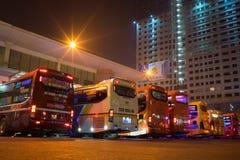 Hanoi, Vietnam - 12 Februari, 2016: De bussen op rij in Mijn Dinh trainen post, grootste in het kapitaal van Hanoi stock foto