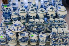 Hanoi, Vietnam - 25 Januari, 2015: Aardewerkproducten op een winkel in het oude ceramische dorp van Knuppeltrang Het dorp van knu Stock Foto's