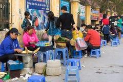 Hanoi, Vietnam - 25 Januari, 2015: Aardewerkproducten op een winkel in het oude ceramische dorp van Knuppeltrang Het dorp van knu Royalty-vrije Stock Afbeelding