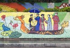 Hanoi VIETNAM - JANUARI 12, 2015 - keramisk mosaikväggmålning i Hanoi arkivfoto