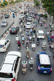 Hanoi, Vietnam - 26. Juli 2016: Vogelperspektive des Verkehrs in Tay Son-Straße, Hanoi Stockfotografie