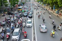 Hanoi, Vietnam - 26. Juli 2016: Vogelperspektive des Verkehrs in Tay Son-Straße, Hanoi Stockbilder
