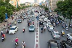 Hanoi, Vietnam - 26. Juli 2016: Vogelperspektive des Verkehrs in Tay Son-Straße, Hanoi Lizenzfreie Stockfotografie