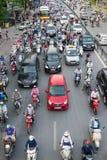 Hanoi, Vietnam - 26. Juli 2016: Vogelperspektive des Verkehrs in Tay Son-Straße, Hanoi Lizenzfreies Stockbild